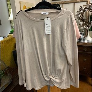 NWT LONG SLEEVE KNOTTED TEE